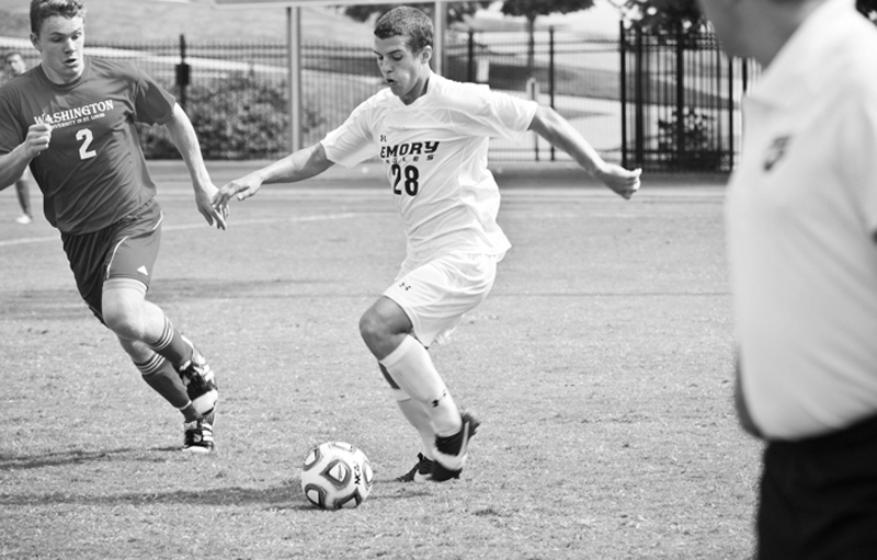 Men's Soccer Splits Weekend Road Games, Remains in First Place