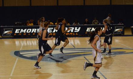 Women's Basketball Splits UAA Games