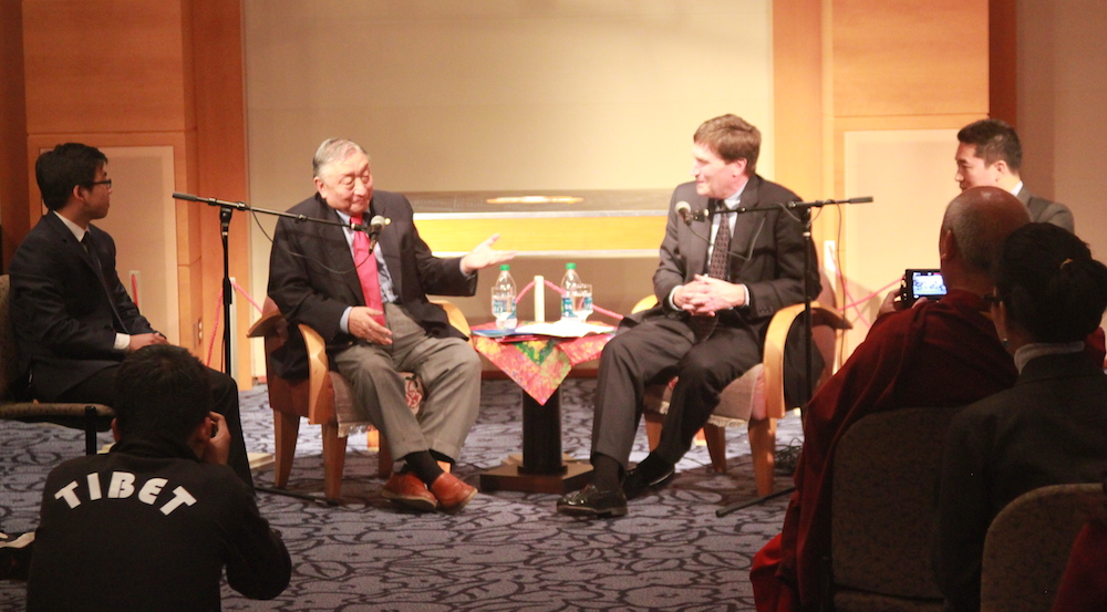 Lodi Gyari Rinpoche (left) and Paul Zwier(right) discuss China-Tibet relations
