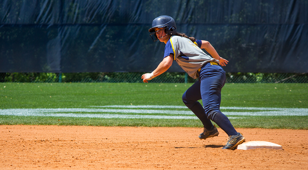 Softball Wins Doubleheader at Home