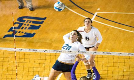 Volleyball Sweeps UAA Round Robin