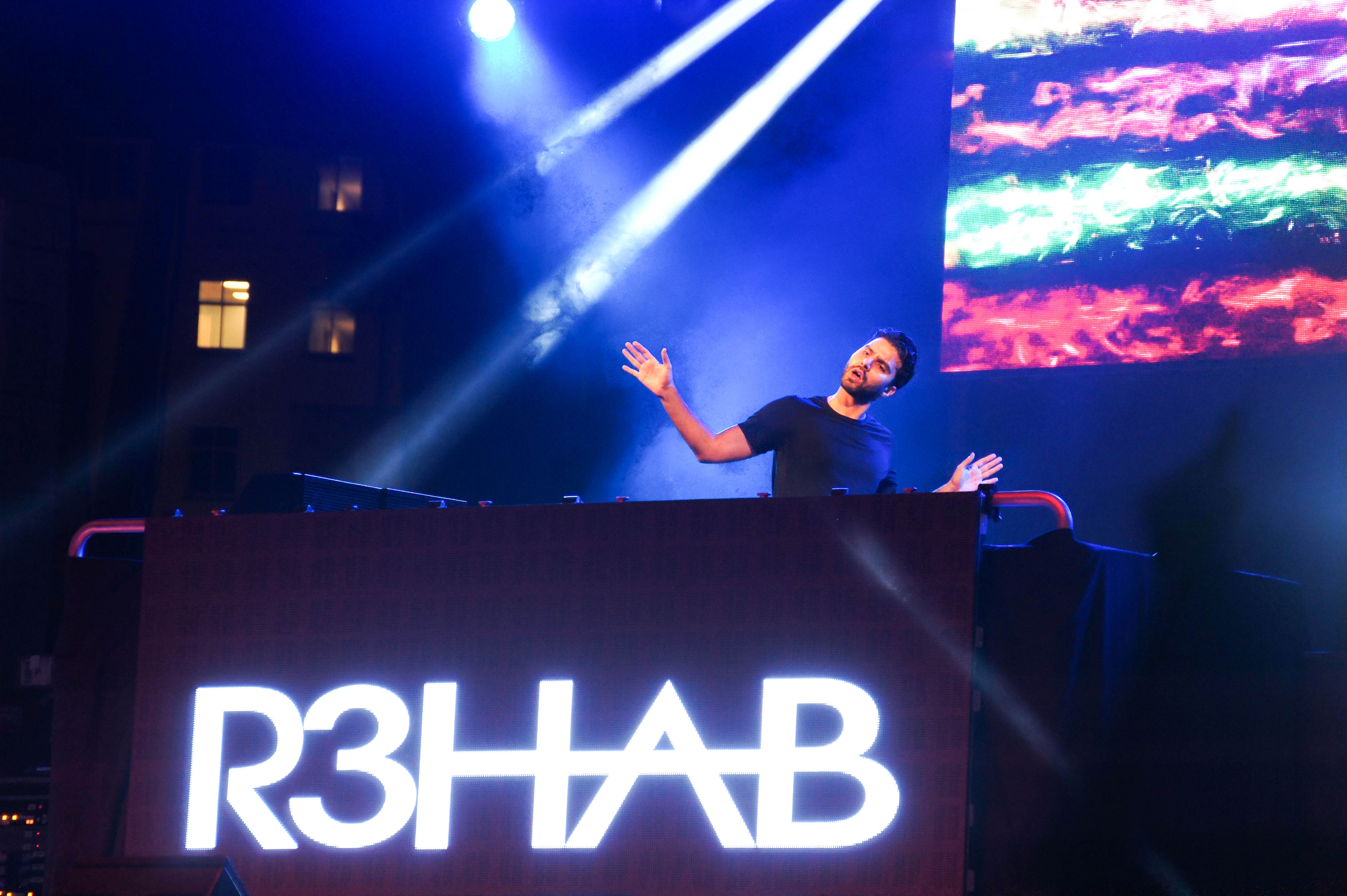 DJ R3hab Attempts to Pump Up the Crowd