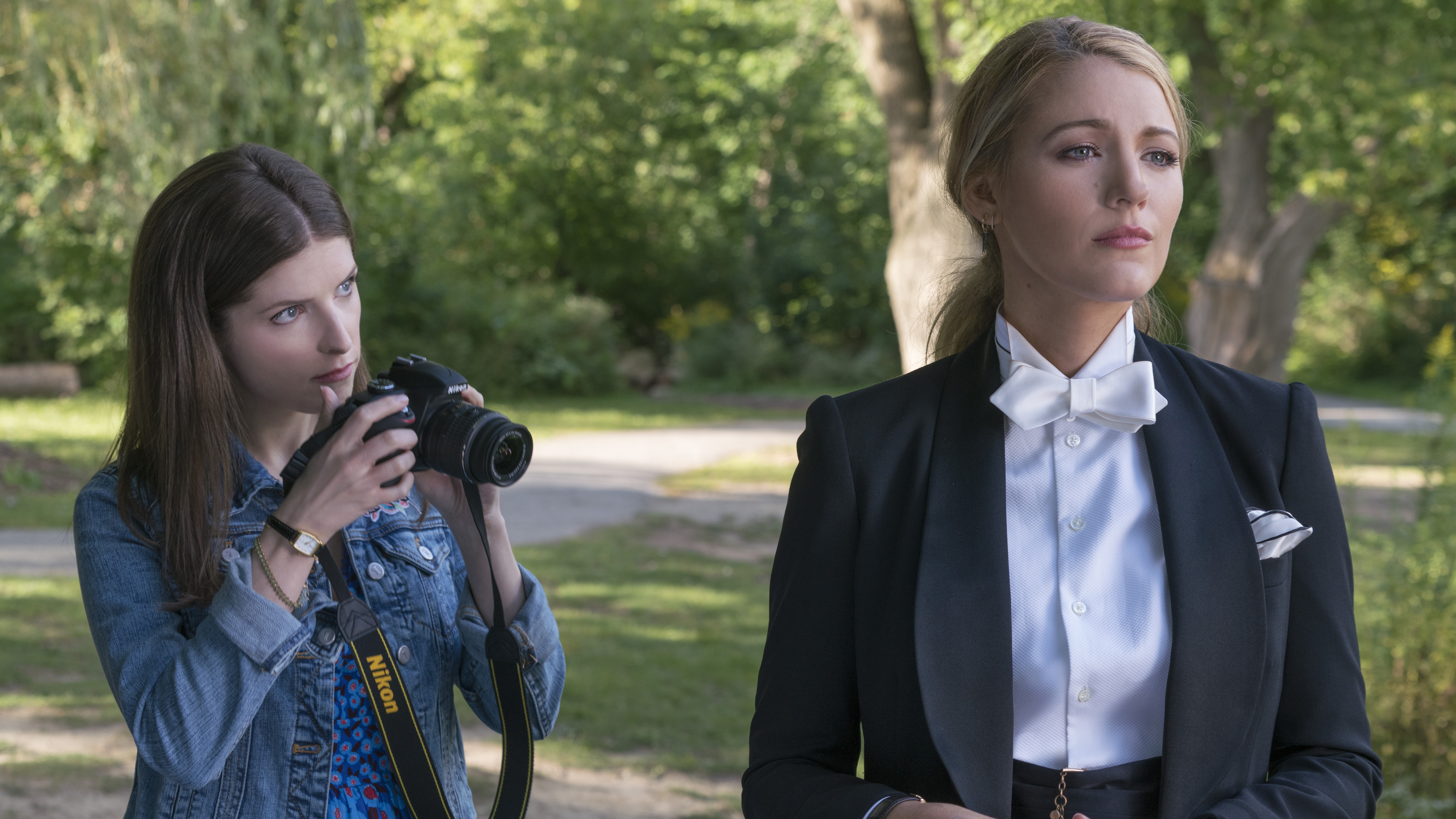 'A Simple Favor' Mixes Too Many Flavors