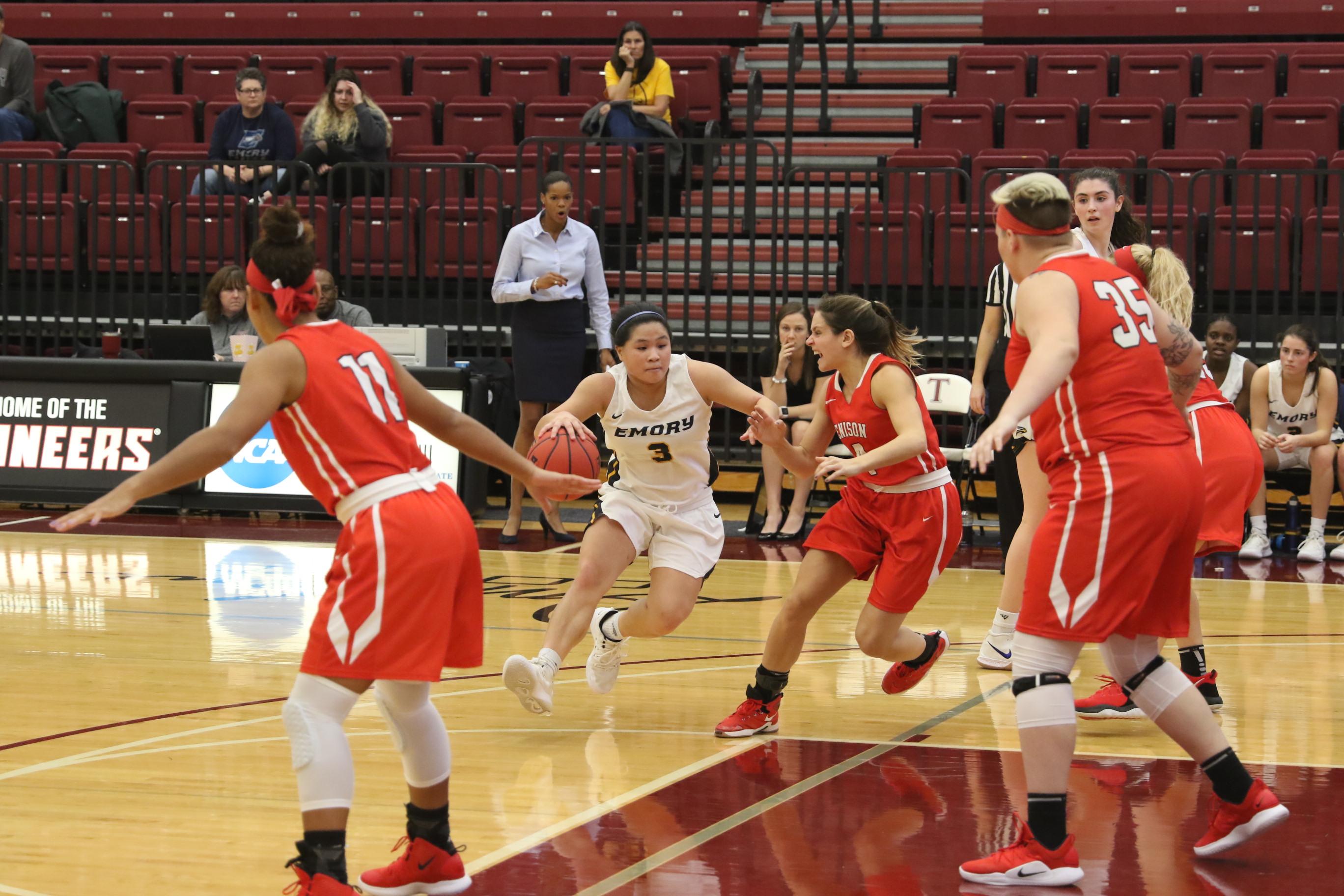 Women's Basketball Splits Weekend Matchups