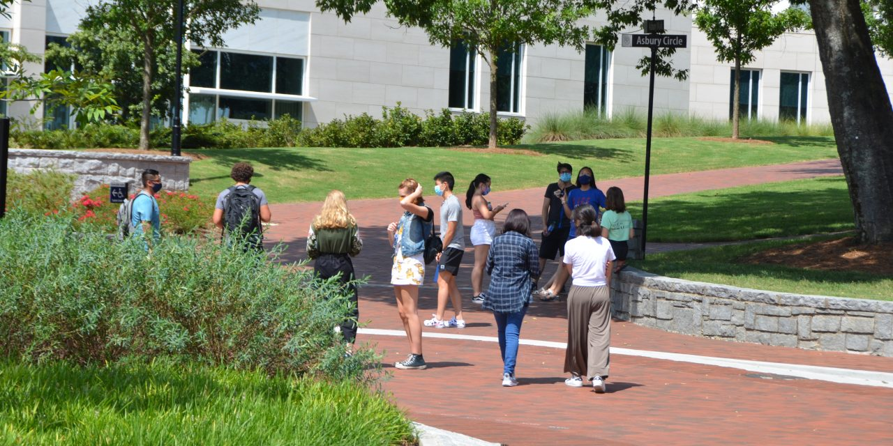 Largely Optimistic, First-Years Move Onto Emory Campuses