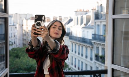 'Emily in Paris' Scores an 'F' Out of 'Fantastique'