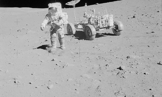 Using donated Scott family papers, University commemorates Apollo 15's 50th anniversary with immersive learning hub